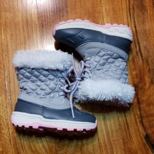 EUC Carters Snowboots 7 Toddler Faux Fur Laced